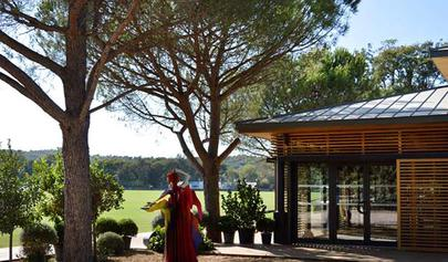 Le club house du polo club de Saint-Tropez largeL