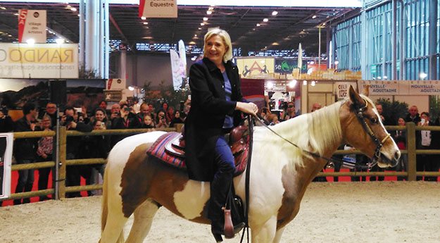 salon 2016 Marine Le Pen à cheval