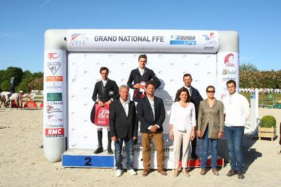 tour Pernay 2015- le Podium de la 3e étape du Grand National à Tour Pernay largeL